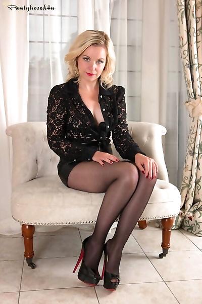 Elegant blonde Anna Belle..