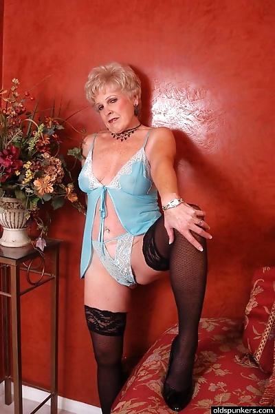 Older blonde lady Jewel..