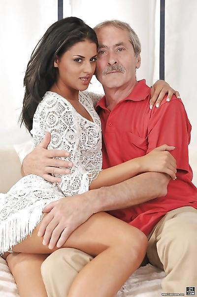 Young Euro female Coco de..