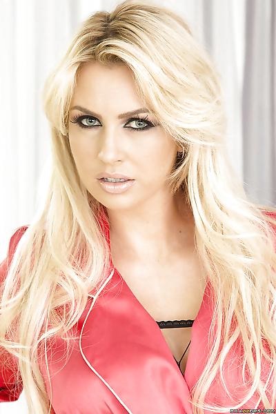 Blonde pornstar Gigi Allens..